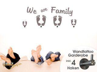 Wandtattoo Garderobe mit 4 Wandhaken Schlafzimmer We are Family Füße Spruch (Größe=118x45cm//Farbe=Violett): Küche & Haushalt