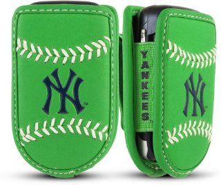 Game Wear Leather Cell Phone Holder   New York Yankees St. Patricks Day   New York Yankees  Sports Related Collectibles  Sports & Outdoors