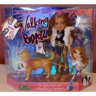 Bratz Special Feature Walking Doll Yasmin: Clothing