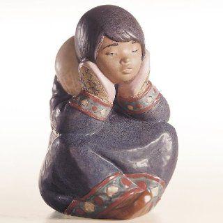 Lladro Pensive Eskimo Girl Porcelain Figurine   Collectible Figurines
