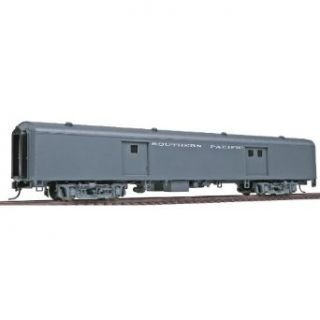 Walthers HO Scale Streamlined Pullman Standard 72' Baggage Car   Ready To Run   Southern Pacific(TM) (Smooth Sides, Gray) Toys & Games