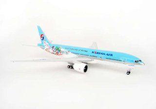 Phoenix Korean Air B777 200ER Model Airplane: Toys & Games