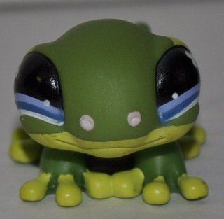 Gecko #847 (Smooth, Green, Blue Eyes, Yellow Feet) Littlest Pet Shop (Retired) Collector Toy   LPS Collectible Replacement Single Figure   Loose (OOP Out of Package & Print)