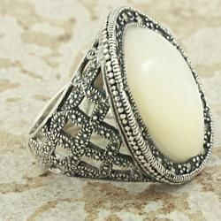 Sterling Silver Mother of Pearl and Marcasite Cocktail Ring (Thailand